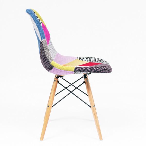 Silla de comedor tapizada en parches de colores