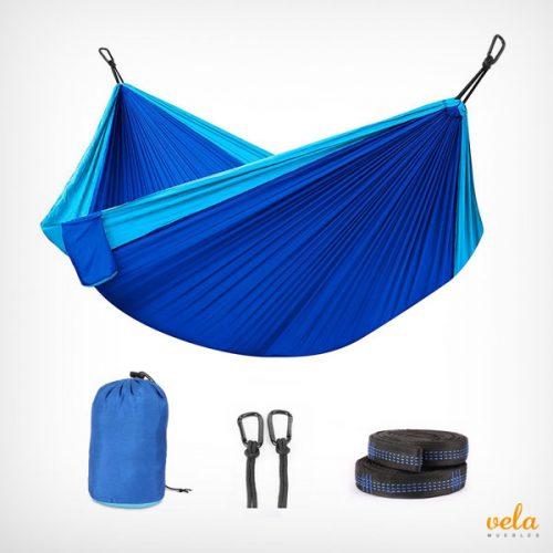 Hamaca colgante de nylon color azul. Material paracaídas de la tela