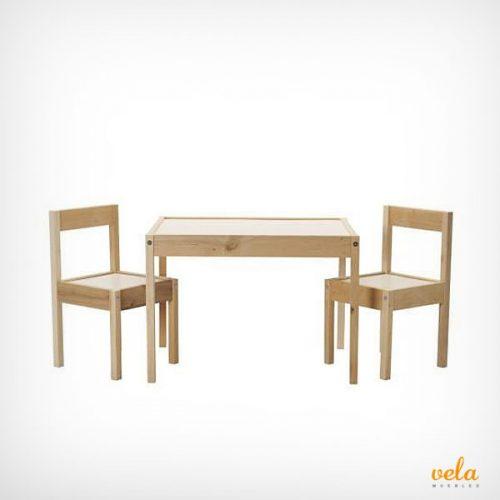 Mesa y sillas infantiles de madera