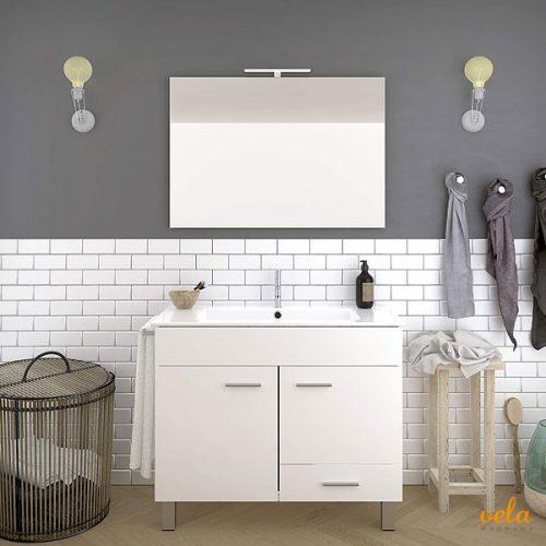 Muebles de baño con lavabo y espejo